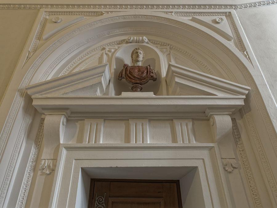 Portal in den Erdgeschossräumen um den Grottenhof Residenz München